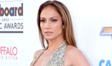 Seksik&auml;s Jennifer Lopez gaalassa kultaisena jumalattarena