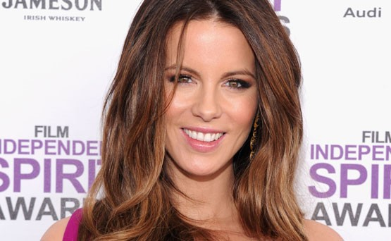 Tiukat nahkahousut pukevat s&auml;h&auml;kk&auml;&auml; Kate Beckinsalea &ndash; katso kuvat!