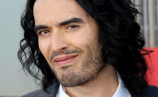 Russell Brand opettelee kiihke&auml;sti Kama Sutraa
